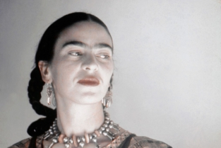 "Mostra ""Frida Kahlo: Making Her Self Up"" al Victoria & Albert Museum di Londra dal 16 giugno al 4 novembre 2018. Photo: Frida Kahlo by Ivan Dmitri"