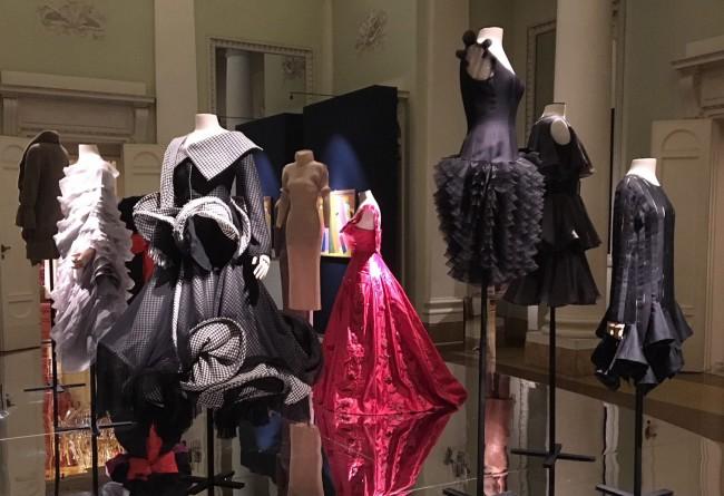 Il Museo della moda e del costume di Palazzo Pitti per ApritiModa offre una mostra tutta nuova: Tracce: dialoghi ad arte nel museo della moda e del costume