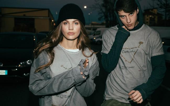 Dalla collaborazione tra YOOX e WRÅD nasce WRÅDoscope, una capsule collection di dodici t-shirt, genderless, personalizzate con grafiche esclusive che vedono protagonisti i segni zodiacali