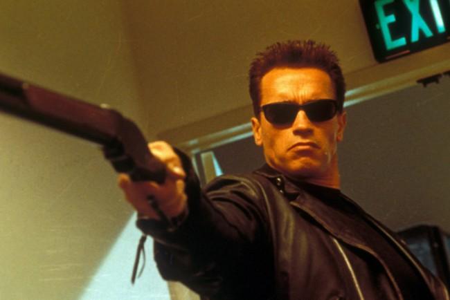 Arnold Schwarzenegger nel film Terminator 2. Da attore a governatore della California. Quando il passo dal cinema alla politica è breve.