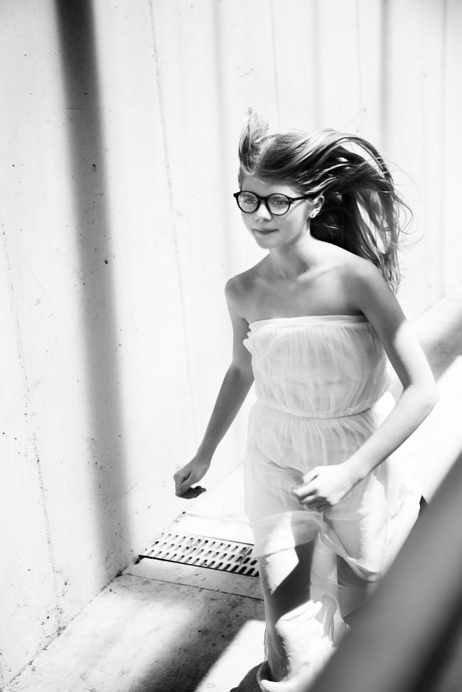 Alona Shestiuk editoriale: Catch me if you can, ragazza che corre