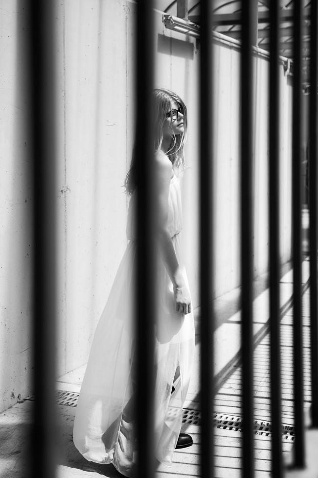 Catch me if you can by Alona Shestiuk editoriale, fotografia in bianco e nero
