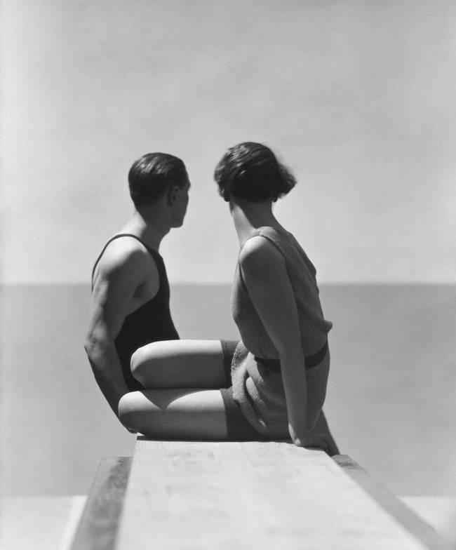 Divers, Horst and model, swimwear by A.J. Izod, 1930, George Hoyningen-Huene. George Hoyningen-Huene in mostra al Getty Museum di Los Angeles in Icons of Style: a Century of Fashion Photography, 1911-2011