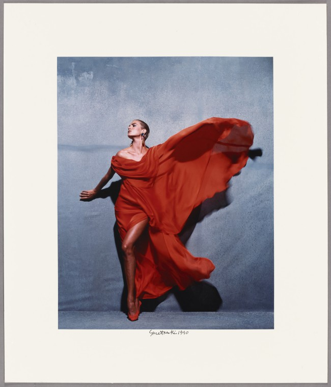 Givenchy Red, Paris, 1990, Victor Skrebneski. Victor Skrebneski in mostra al Getty Museum di Los Angeles in Icons of Style: a Century of Fashion Photography, 1911-2011