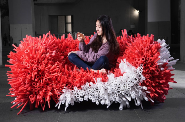 Anemone sofa by Yi Xuan Lee
