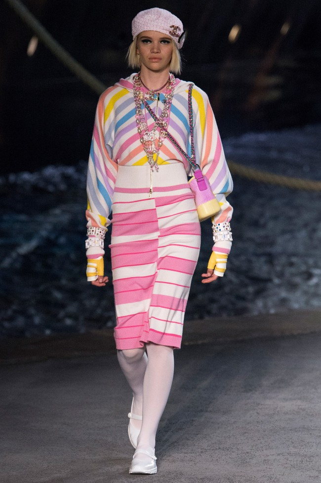 Chanel Resort Collection 2019 cruise la pausa karl lagerfeld nave da crociera grand palais