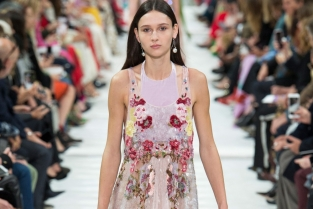 Valentino Spring Summer 2018 flowers mania tendenze estate 2018