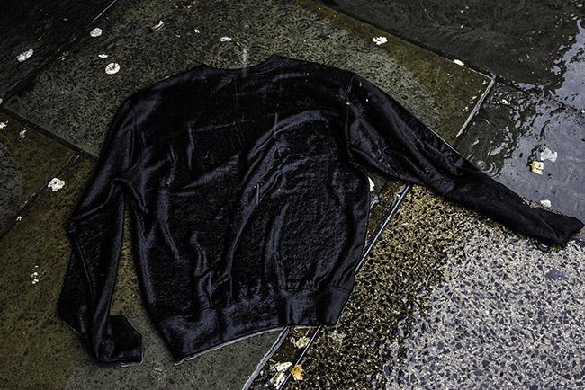 Maglione bagnato in strada. Fotografo città - Londra, Seigar Tales of a city II