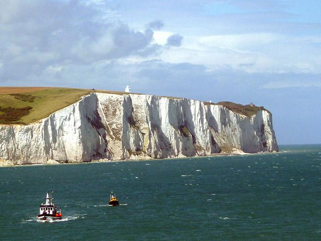 Costa di Dover - Kent. Situata al sud est della Gran Bretagna, la contea del Kent rappresenta il luogo ideale per chi è in cerca di una fuga dalla vita di tutti i giorni, rifugiandosi tra spiagge, castelli e giardini da sogno.