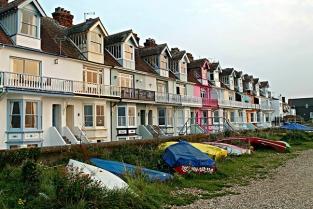 Situata al sud est della Gran Bretagna, la contea del Kent rappresenta il luogo ideale per chi è in cerca di una fuga dalla vita di tutti i giorni, rifugiandosi tra spiagge, castelli e giardini da sogno.