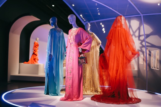 """Installation of """"Contemporary Muslim Fashions"""" on view at the de Young museum from September 22, 2018 - January 6, 2019 Abayas and handbag by Oscar de la Renta, John Galliano, Marchesa and Stephane Rolland. Photography by Joanna Garcia Cheran Image courtesy of the Fine Arts Museums of San Francisco"""