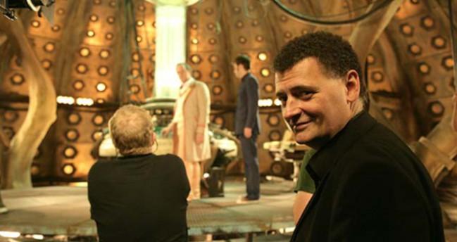 Steven Moffat sul set di Doctor Who serie tv