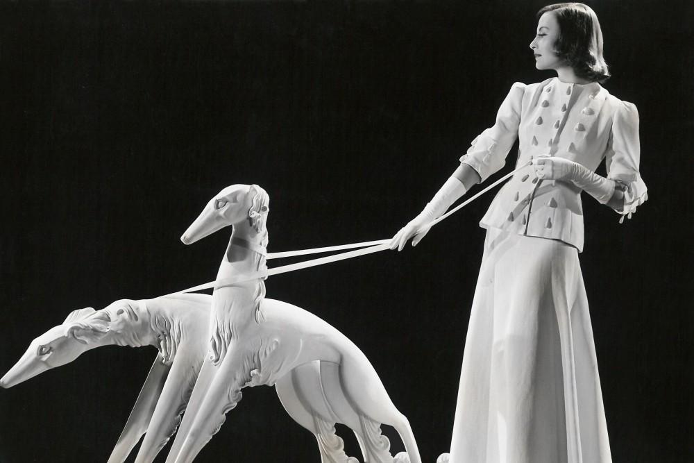 """Michele Morgan photographed by Ernest Bachrach, circa 1939. Private collection. Moda anni trenta nella mostra """"Night & Day"""" al Fashion and Textile Museum di Londra."""