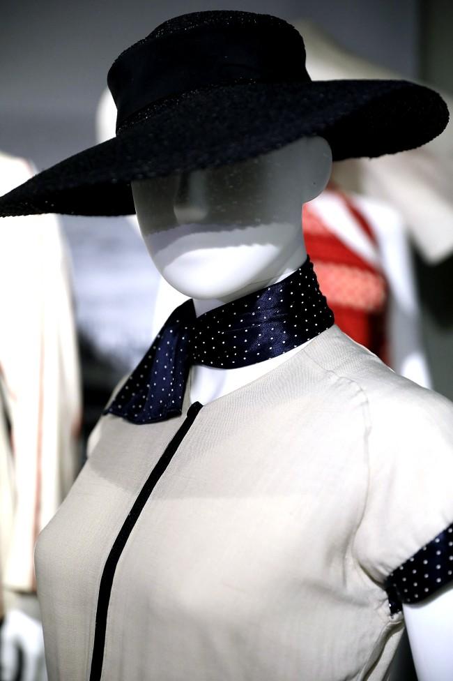 """Moda anni trenta nella mostra """"Night & Day: 1930's Fashion and Photographs"""" al Fashion and Textile Museum di Londra."""