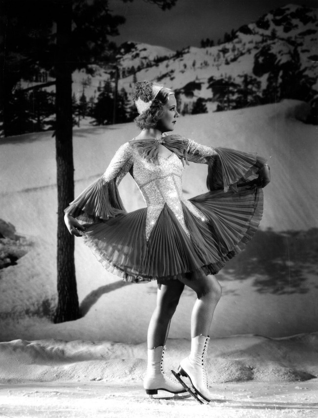 "Figure skater Sonja Henie in One in a Million for Motion Picture magazine. Photograph by Gene Kornman. October 1936. Private collection. Moda anni trenta nella mostra ""Night & Day"" al Fashion and Textile Museum di Londra."